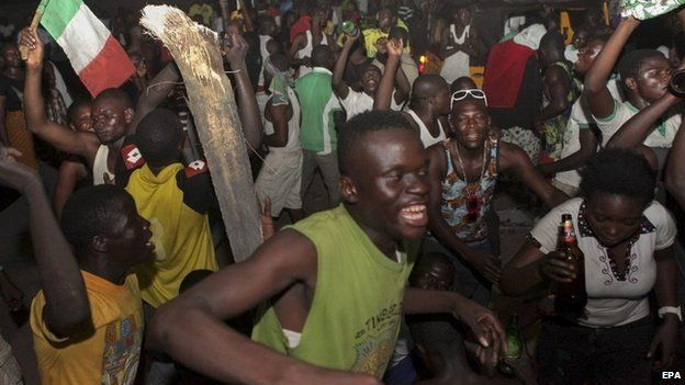 Nigerians celebrate over the declaration of Dayrius Ishaku as the winner of the governorship election in Jalingo, Taraba state, Nigeria, 13 April 2015