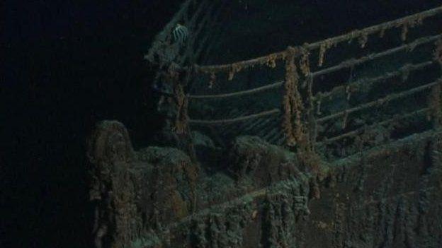 Sgerbwd y Titanic ar waelod y mor