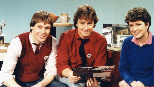 Emyr Davies, Dewi Williams ac Angharad Mair: Cyflwynwyr y rhaglen ar S4C yn 1982