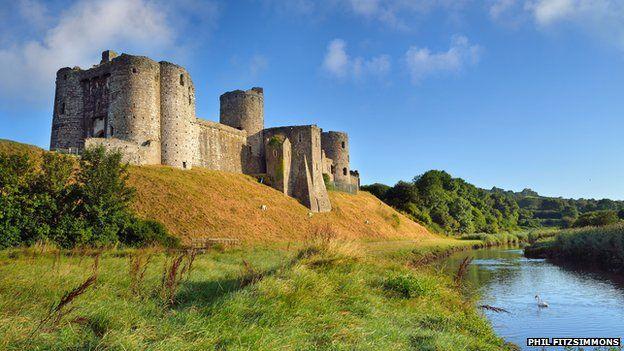 Yn ymyl y castell yn 1136 ymladdwyd Brwydr Maes Gwenllian rhwng Gwenllian, gwraig Gruffudd ap Rhys o Caeo, a Maurice de Londres. Lladdwyd y dywysoges yn y frwydr.