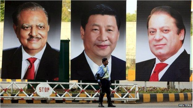 A policeman stands guard next to giant portraits of (L-R) Pakistan's President Mamnoon Hussain, China's President Xi Jinping, and Pakistan's Prime Minister Nawaz Sharif in Pakistan (19 April 2015)