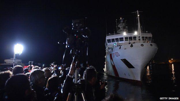 Italian coast guard ship docks in Catania. 20 April 2015