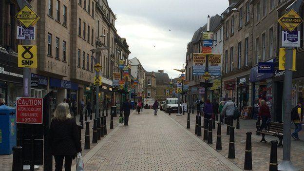 Posteri ar strydoedd Inverness