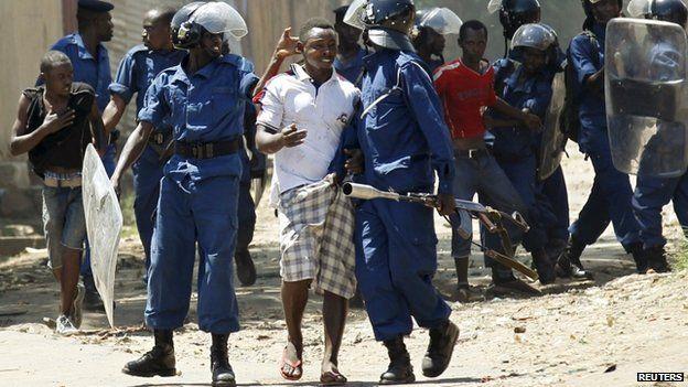 Police confront protesters in Bujumbura, Burundi, on 28 April 2015