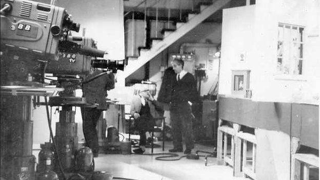 Paratoi i recordio rhaglen TeleWele yn ystod y 60au