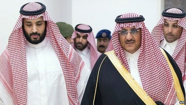 Saudi Prince Mohammed bin Salman (left) and Prince Mohammed bin Nayef (right) meet Saudi air force commanders in Riyadh (29 April 2015)
