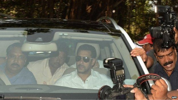 Indian Bollywood film actor Salman Khan (C) arrives in a car to appear at the sessions court in Mumbai on May 6, 2015