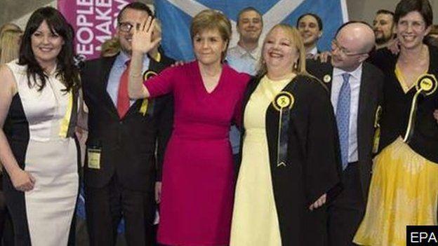 Arweinydd yr SNP, Nicola Sturgeon