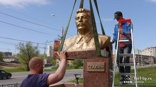 Monument to Stalin being erected