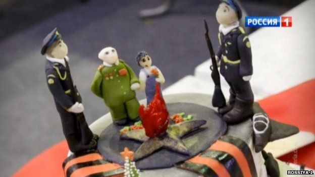 Cake with soldiers' figures on top