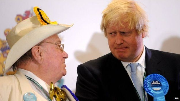 """Mayor of London Boris Johnson with Official Monster Raving Looney party candidate Howling """"Laud"""" Hope"""