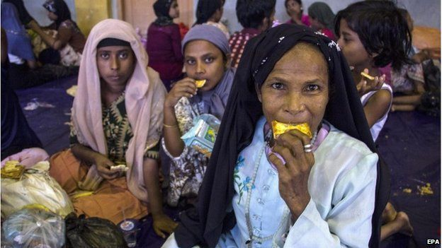Rohingya Muslim migrants originating from Myanmar eat breakfast as they are sheltered in the sport stadium of Lhok Sukon, North Aceh, Sumatra, Indonesia, 11 May 2015.