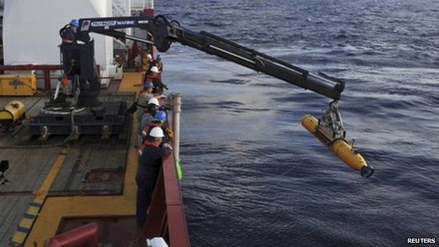 Australian Defence Vessel Ocean Shield crew move a search vehicle into position in the hunt for MH370 (14 April 2014)