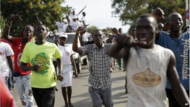 Supporters of President Pierre Nkurunziza celebrate his return in the streets of Bujumbura, Burundi, 15 May 2015