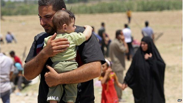 Iraqis displaced by fighting in Ramadi, 16 May 2015