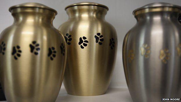 Urns designed for pets' ashes