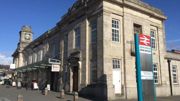 Gorsaf drenau Aberystwyth
