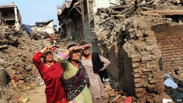 Nepalese earthquake survivors salvage belongings from their houses in devastated Bhaktapur on the outskirts of Kathmandu