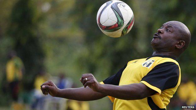 Burundi President Nkurunziza plays football amid protests - BBC News