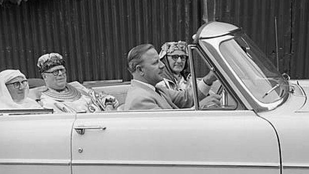 Yr Archdderwydd, Cynan mewn Cadillac