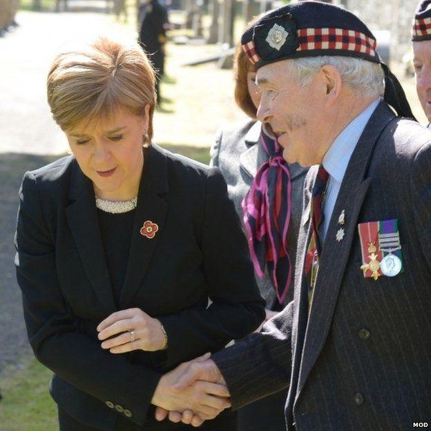 Nicola Sturgeon with old soldier