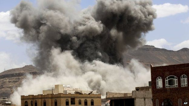 Smoke rises from a building targeted in Saudi-led coalition air strike in Sanaa, Yemen (24 May 2015)