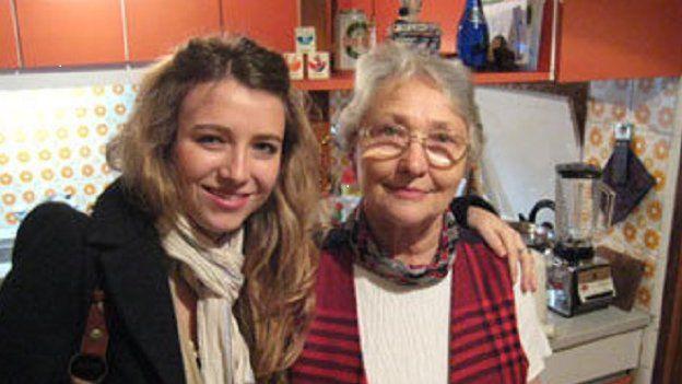 Camila Irainni a'i nain Valerie James de Irianni