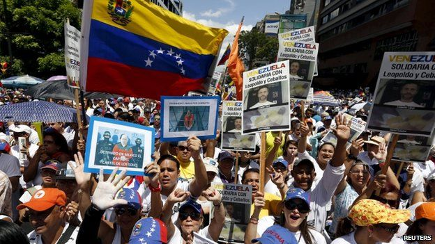Opposition supporters shout during a rally against Venezuela's President Nicolas Maduro's government and in support of the political leaders in prison, in Caracas May 30, 2015.