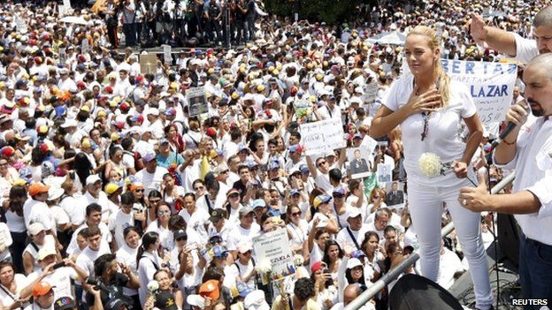 """Lilian Tintori, wife of Venezuelan opposition leader Leopoldo Lopez, greets supporters during a rally against Venezuela""""s President Nicolas Maduro""""s government and in support of the political leaders in prison, in Caracas May 30, 2015."""