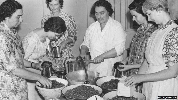 WI members making jam in 1940