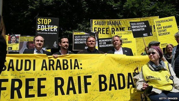 Amnesty International activists held a protest demanding the release of blogger Raif Badawi in front of the Saudi Arabian embassy in Berlin on 22 May 2015