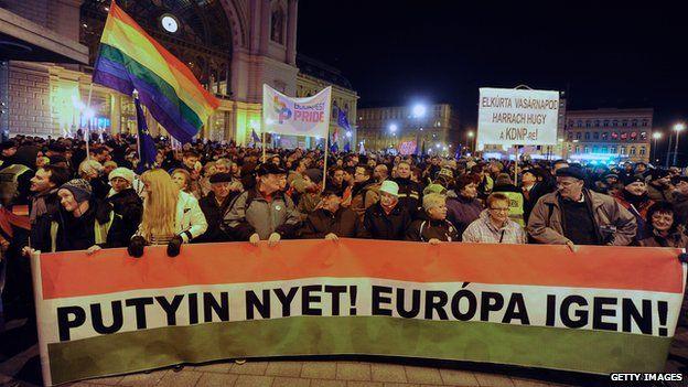 Anti-Putin protesters in Budapest (Feb 2015)