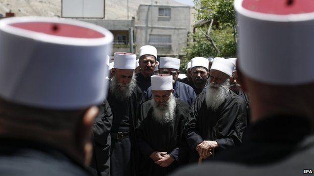 Israeli Druze from the Golan and Galilee regions gather for a memorial service for a Druze spiritual leader who died in Suweida in Syria (5 June 2015)