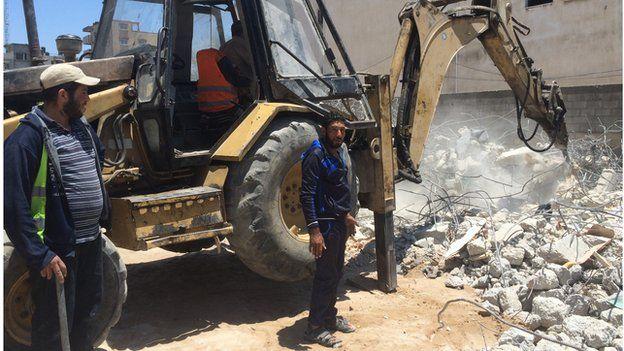 Excavator in Gaza City (June 2015)