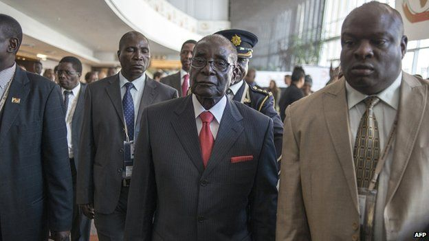 Zimbabwe's Robert Mugabe arrives in South Africa for an AU summit