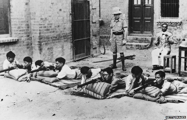 circa 1940: The University Training Corps in Lahore, India, learning to shoot.