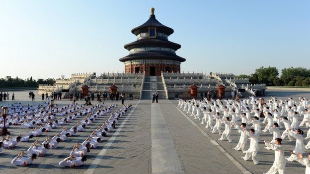 Indian Prime Minister Narendra Modi (centre) and Chinese Premier Li Keqiang (centre) attends the Taiji and Yoga event at Temple of Heaven park on May 15, 2015 in Beijing, China