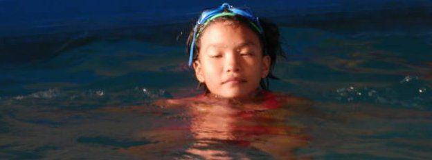 A girl learning to swim in Da Nang