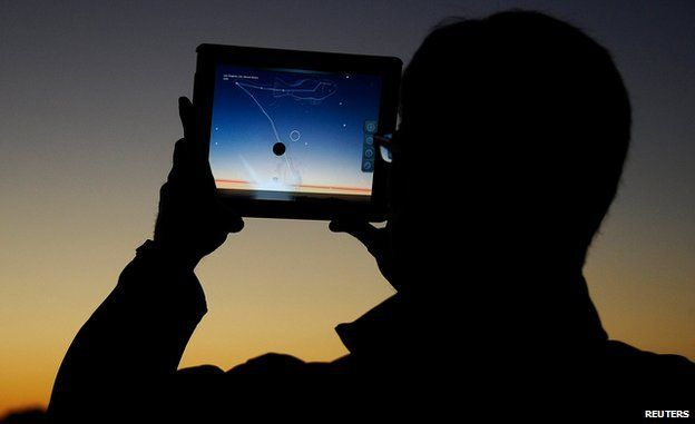Tracking the Pan-Starrs comet via tablet