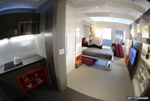 9e9df68926fd A life lived in tiny flats - BBC News