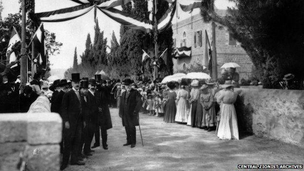 Templers waiting to greet Kaiser Wilhelm II in Jerusalem in 1898