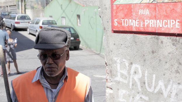 A street cleaner in Cova da Moura