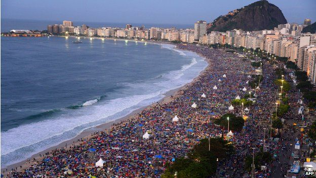 Pope Francis celebrates Brazil Mass on Copacabana beach - BBC News
