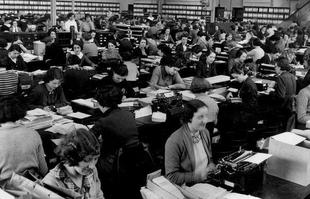 Women in an open-plan office in Liverpool, c 1955