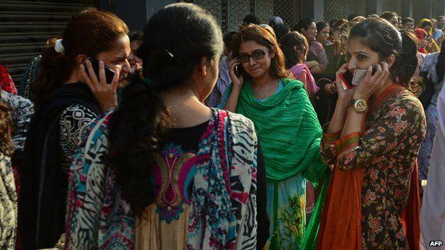 Evacuate office workers in Karachi on 24 September 2013