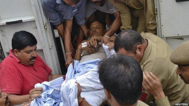 An injured policeman is rushed to a hospital for treatment, in Jammu September 26, 2013