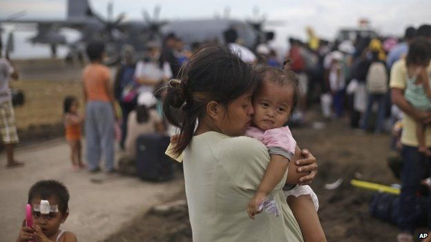 Woman with baby at Tacloban airport, Philippines (13 Nov 2013)