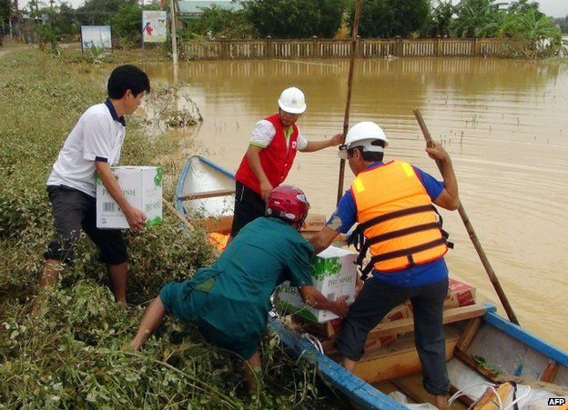 Relief work in Quang Ngai province, Vietnam, 16 November