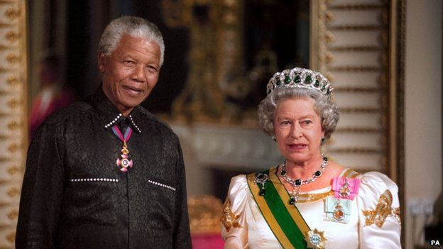 Nelson Mandela with the Queen on his arrival at Buckingham Palace in 1996