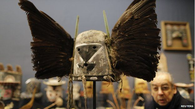 Mask being auctioned in Paris, 9 December
